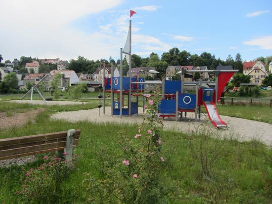 """generationsübergreifender Sport- und Spielgarten an der """"Muldenterrasse"""" in Lunzenau"""
